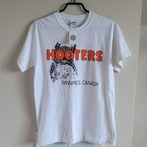 NWT Hooters T Shirt